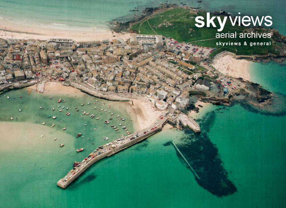 Seaside resorts, fishing villages and towns, coastal and bay views
